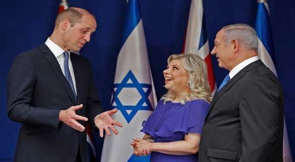 شاهزاده ویلیام پیام رئیس اسرائیل را برای محمود عباس میبرد