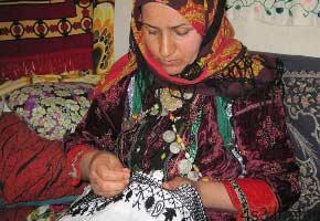 نگاهی بر سوزن دوزی در استان سمنان