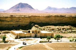18 23 300x200 - آشنایی با کاروانسرای ایزدخواست - فارس