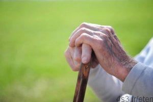 با فراموشکاری سالمند 300x200 - مهارت های تقویت حافظه در دوران سالمندی