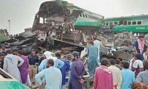 برخورد قطار با اتوبوس در پاکستان ۲۵ کشته برجای گذاشت سایت 4s3.ir