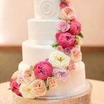 تزیین کیک های عروسی با گل های طبیعی سایت 4s3.ir