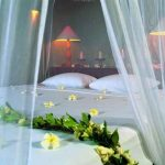 شیک ترین مدل تزیین تخت عروس با گل های طبیعی سایت 4s3.ir