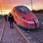 ۳۲ کشته و زخمی در حادثه خروج قطار از ریل در ایتالیا سایت 4s3.ir