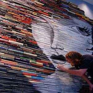 نقاشیهای خلاقانه یک هنرمند برروی کتابها! سایت 4s3.ir