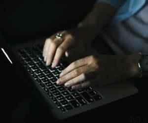 ترفند خاموش نشدن لپ تاپ در دانلود شبانه سایت 4s3.ir