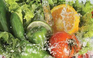 روشی کاملا غلط برای شستشوی سبزیجات سایت 4s3.ir