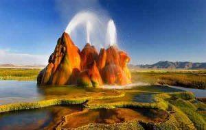 عجیب ترین آب گرم دنیا در آمریکا! سایت 4s3.ir