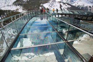 پیاده روی در آسمان یخچال طبیعی کانادا + عکس سایت 4s3.ir