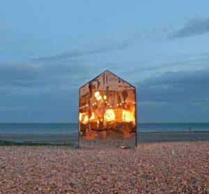 کلبه ای عجیب که فقط در ساحل انگلیس می توان دید! سایت 4s3.ir