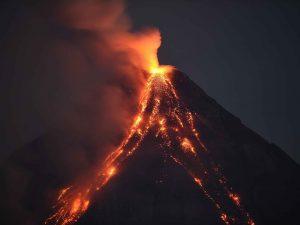 وقوع آتشفشان چگونه پيشبيني ميشود؟ سایت 4s3.ir